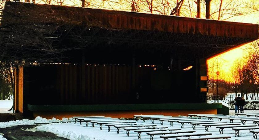Sprawy kryminalne, Jakieś dzbany zdewastowały muszlę koncertową Parku Miejskim - zdjęcie, fotografia