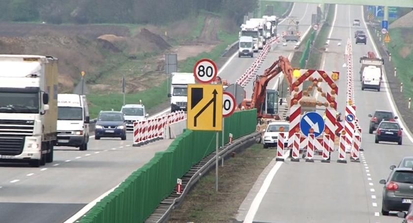Komunikaty Policji, Kierowca jechał zygzakiem autostradą Miał blisko promile! - zdjęcie, fotografia