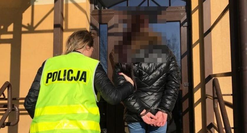 Komunikaty Policji, Zadzwoniła pomoc policję potem trafiła kraty - zdjęcie, fotografia