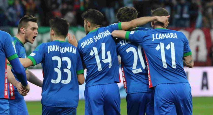"""Piłka nożna, Głęboki oddech Miedzi Wygrała """"sześć"""" punktów! - zdjęcie, fotografia"""