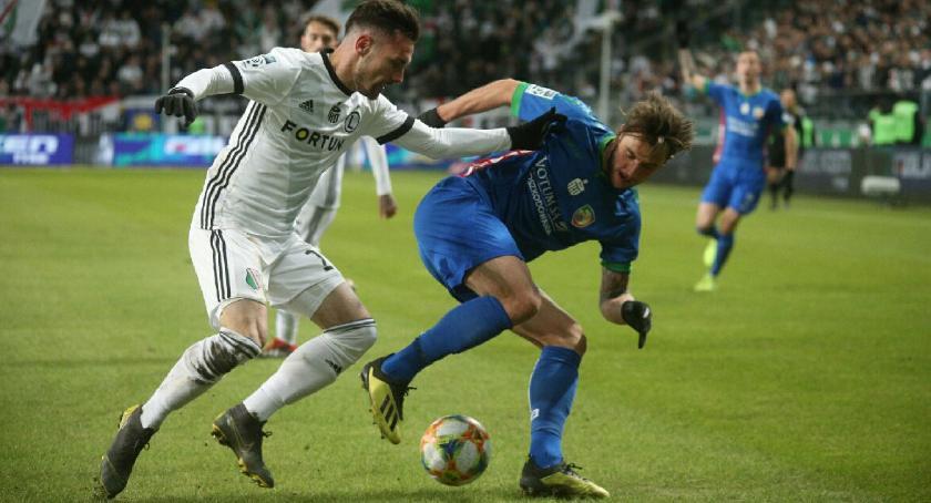 Piłka nożna, Legia wygrała białych rękawiczkach Miedź bezradna stolicy - zdjęcie, fotografia