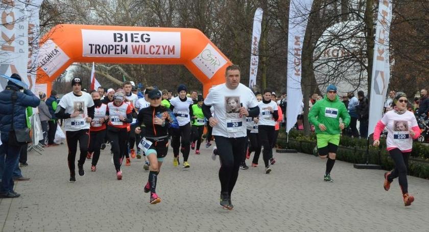 Inne sporty, Rafał Bardziński triumfował legnickim biegu cześć Żołnierzy Wyklętych - zdjęcie, fotografia