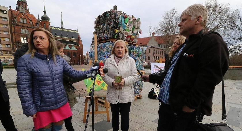 Wydarzenia, Legnica zrywa plastikiem ruszyła proekologiczna akcja magistratu - zdjęcie, fotografia
