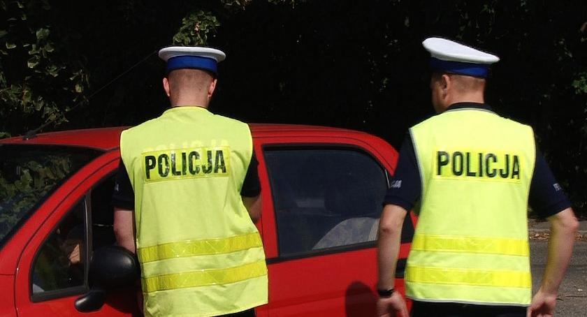 Komunikaty Policji, Uwaga kierowcy! Policjanci zwracają uwagę zapięte - zdjęcie, fotografia