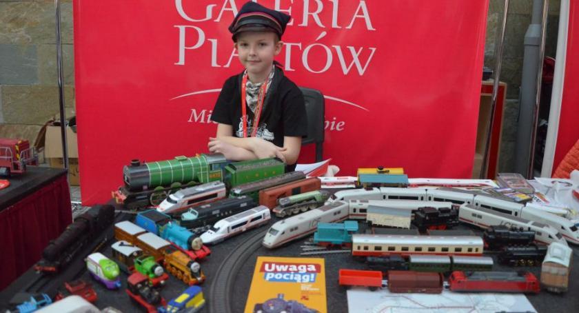 Galeria Piastów, Ciekawe kolekcje młodych wystawie Galerii Piastów - zdjęcie, fotografia