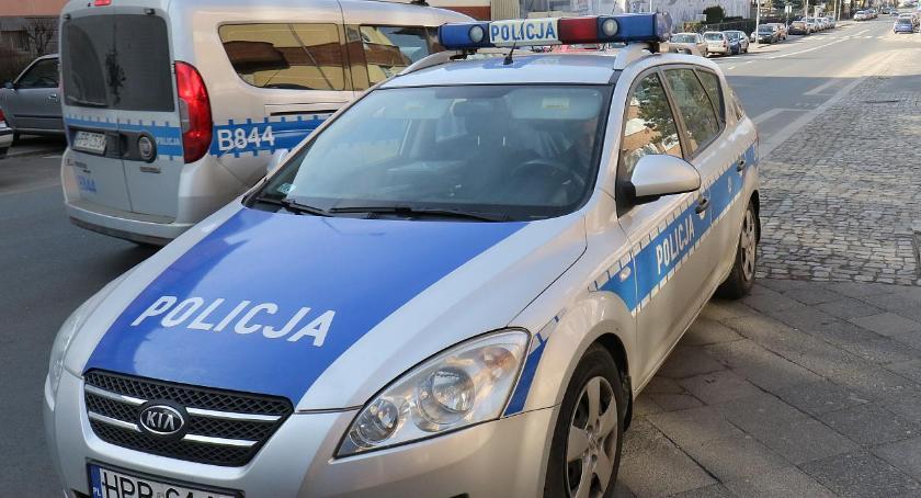 Komunikaty Policji, Pięciu kierowców weekendzie zostało prawa jazdy portfelu - zdjęcie, fotografia