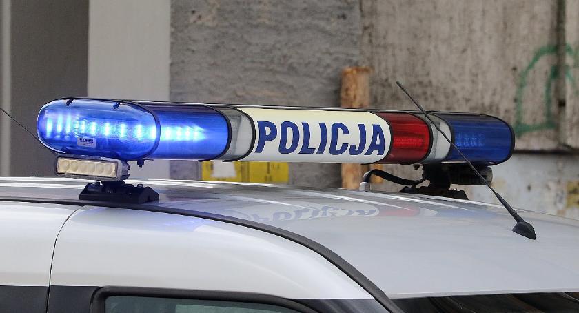 Komunikaty Policji, Jesteś poszukiwany listem gończym Uważaj lepiej pasach! - zdjęcie, fotografia