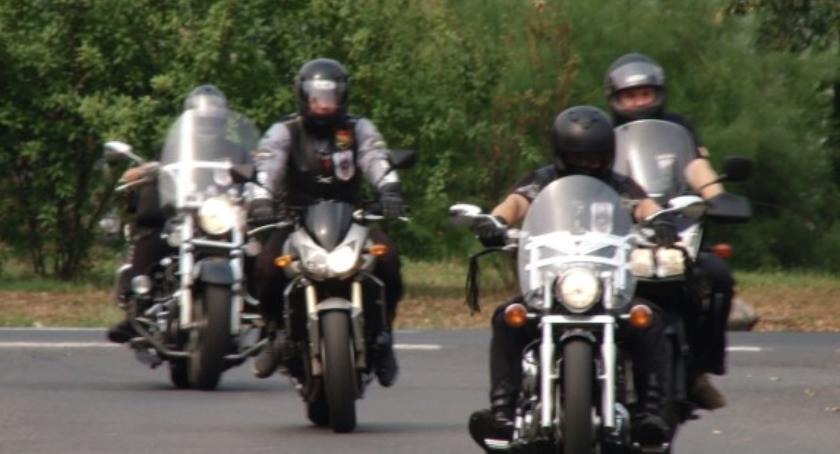 Komunikaty Policji, Sezon motocyklowy rozpoczęty Policja apeluje rozwagę! - zdjęcie, fotografia