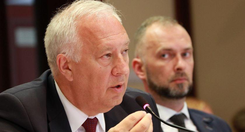 Na zdjęciu: Tadeusz Krzakowski, Krzysztof Duszkiewicz. Strajk nauczycieli w Legnicy.