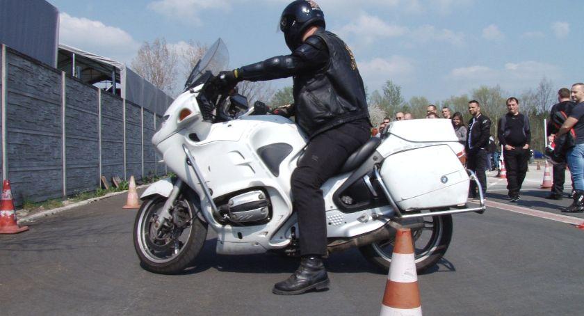 Newsy TV, Sztuka pierwszej pomocy jazdy motocyklu - zdjęcie, fotografia