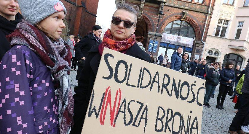 Wydarzenia, poparcia strajkujących nauczycieli legnickim rynku - zdjęcie, fotografia