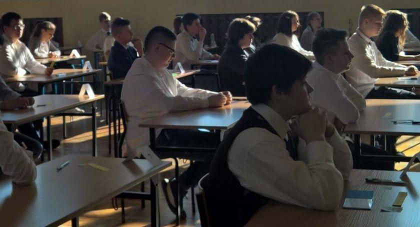 Edukacja, wszystkich legnickich szkołach rozpoczęły egzaminy ósmoklasistów - zdjęcie, fotografia