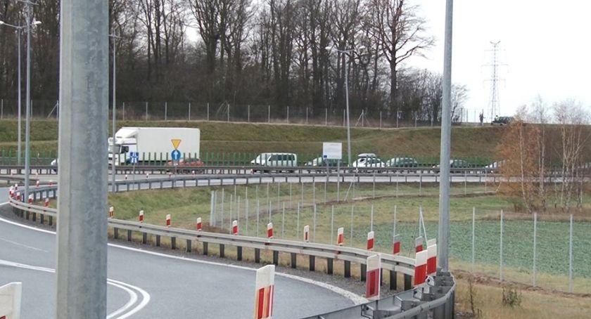 Komunikacja, Ogromne korki autostradzie Sznur ciągnie granicy - zdjęcie, fotografia
