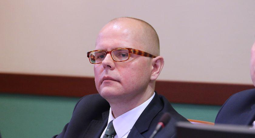 Samorząd, Miejska uczciła minutą ciszy pamięć ofiar katastrofy Smoleńskiem - zdjęcie, fotografia
