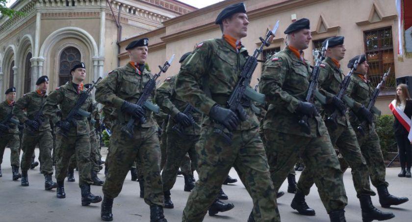 Wydarzenia, Legnica oddała hołd poległym żołnierzom brytyjskim [FOTOGALERIA] - zdjęcie, fotografia