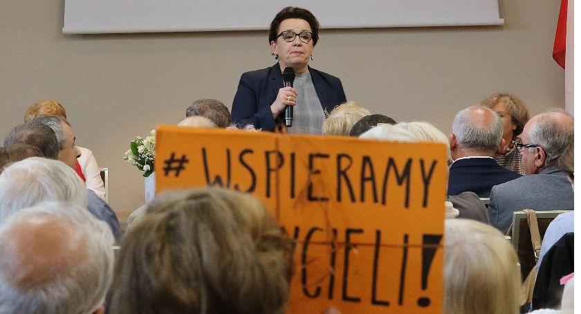 Wydarzenia, Minister Zalewska szukała poparcia Legnicy Było nerwowo - zdjęcie, fotografia