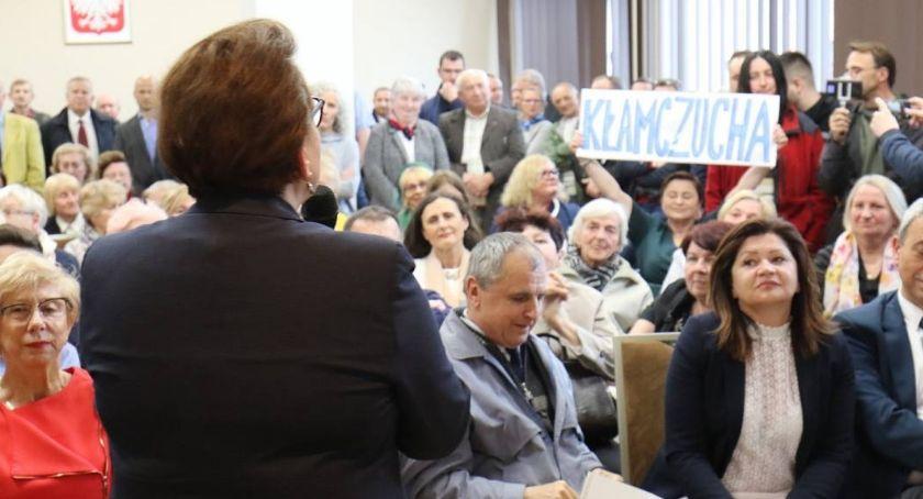 Wydarzenia, Spotkanie minister Zalewską zakończyło interwencją policji - zdjęcie, fotografia