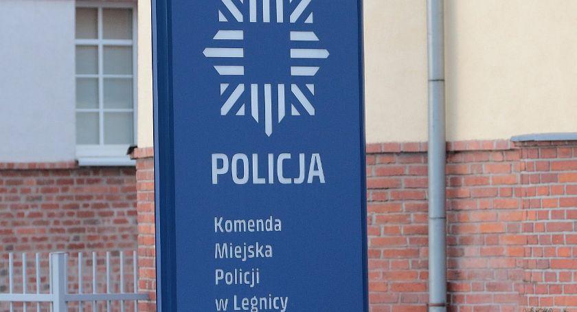 Komunikaty Policji, Kobieta wypadła balkonu czwartym piętrze Przeżyła! - zdjęcie, fotografia