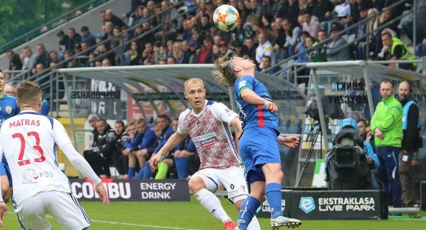 Piłka nożna, Zamiast kolejnego meczu przyjaźni śmierć życie - zdjęcie, fotografia