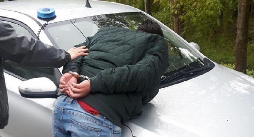 Komunikaty Policji, Policja zatrzymała letniego oszusta który działał wnuczka - zdjęcie, fotografia
