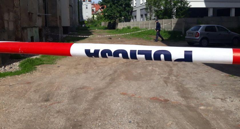 Wydarzenia, Granat podwórku Policja ustala skąd wziął - zdjęcie, fotografia
