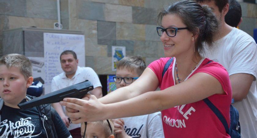 Galeria Piastów, Retro Granie Galerii Piastów trafiło gusta legniczan - zdjęcie, fotografia