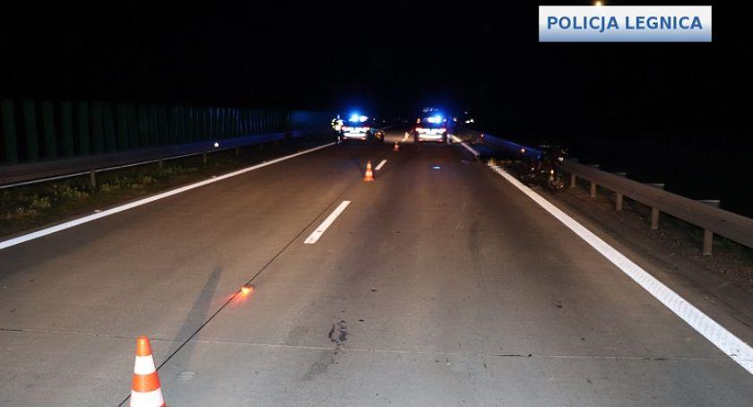 Wypadki drogowe, Motocyklista zginął autostradzie między Krzywą Jadwisinem - zdjęcie, fotografia