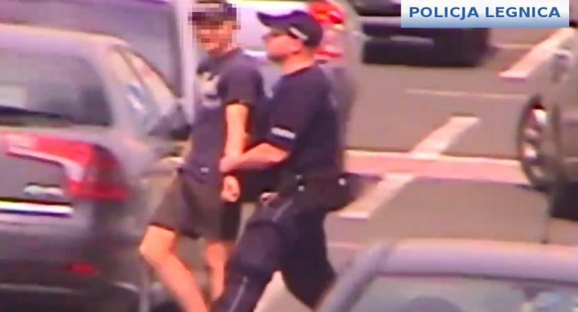 Sprawy kryminalne, Nastoletni uciekinierzy przyłapani kradzieży Auchanie - zdjęcie, fotografia