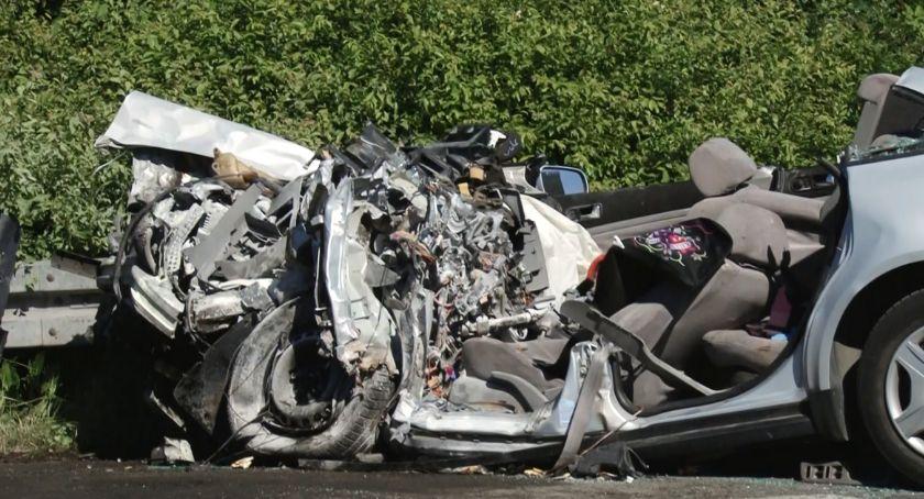 Wypadki drogowe, Wypadek zjeździe autostradę Uwaga! Obowiązują objazdy - zdjęcie, fotografia