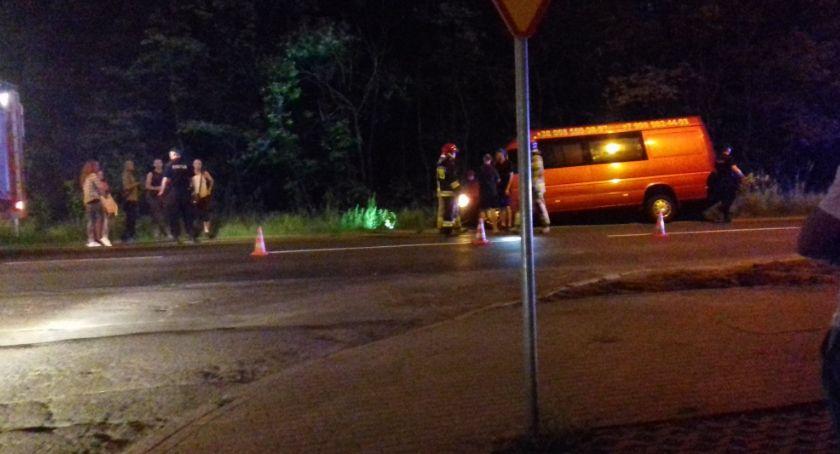 Wypadki drogowe, przewożący ludzi wpadł Złotoryjskiej - zdjęcie, fotografia
