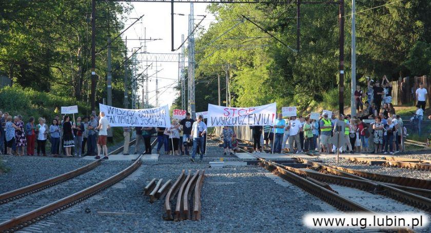 Wydarzenia, Protest torach przyniósł skutek Pociągi zatrzymają wioskach - zdjęcie, fotografia
