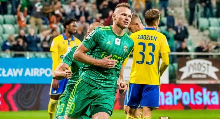 Piłka nożna, piątek wyjaśni Marcin Robak zostanie piłkarzem Miedzi - zdjęcie, fotografia