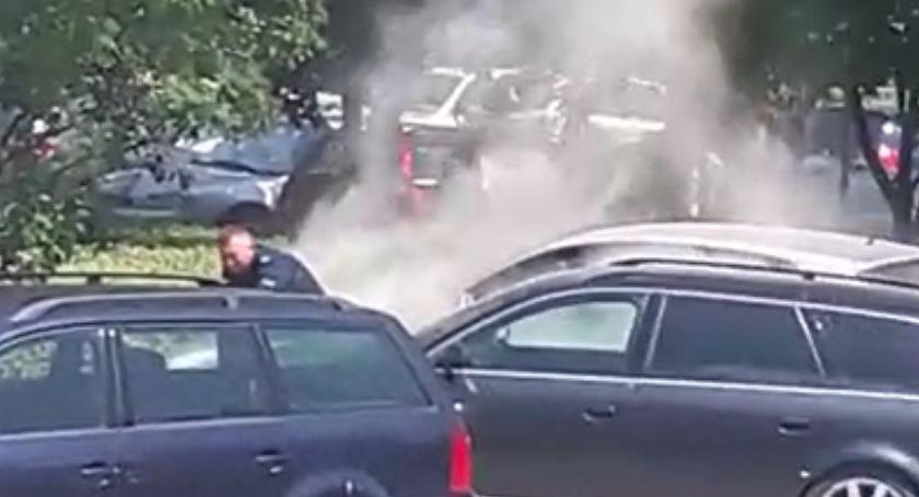 Komunikaty Policji, Samochód spłonął przed komendą policji Piekary - zdjęcie, fotografia