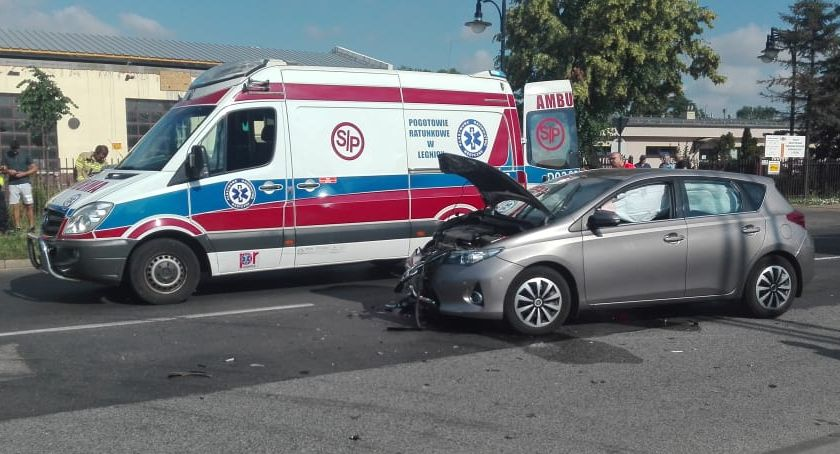 Wypadki drogowe, Wypadek ulicy Nowodworskiej Toyota wjechała Toyotę - zdjęcie, fotografia