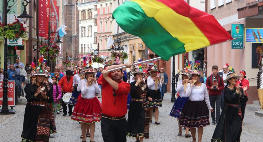 Muzyka Koncerty, Kilkanaście narodowości zaprezentowało swoje kultury Legnicy - zdjęcie, fotografia