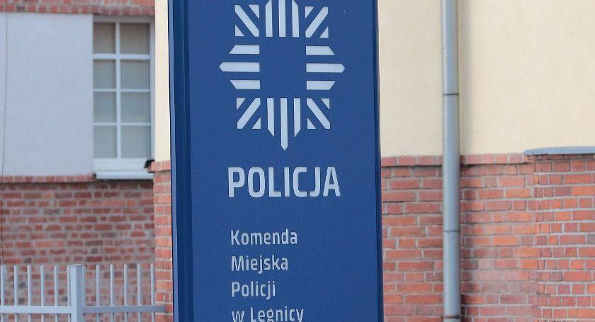 Komunikaty Policji, Policjanci ostrzegają przed oszustami wyłudzającymi internecie - zdjęcie, fotografia