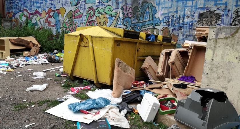 Gospodarka, Mieszkańcy narzekają górę śmieci widzi problemu - zdjęcie, fotografia
