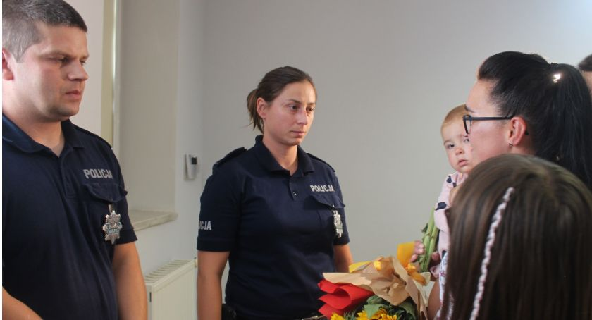 Wydarzenia, Policjanci uratowali kierowcę płonącego Były podziękowania - zdjęcie, fotografia