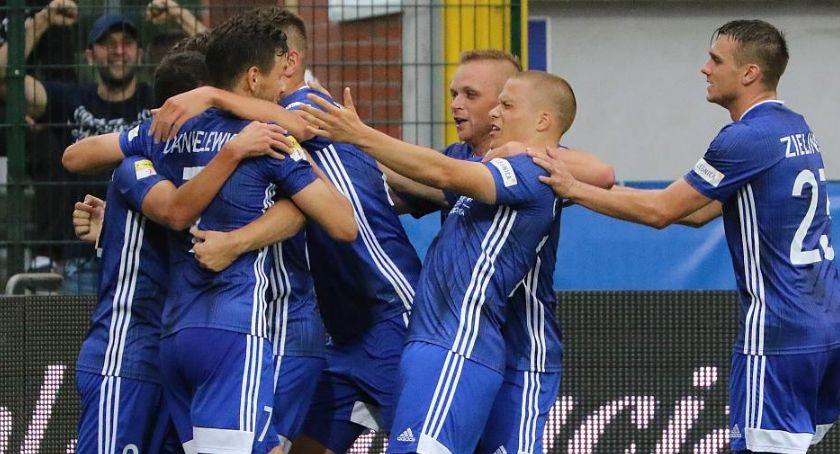 Piłka nożna, Derby Miedzi! Wymęczone zasłużone zwycięstwo Chrobrym - zdjęcie, fotografia