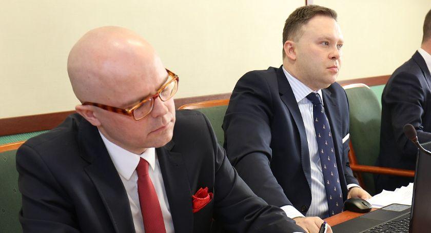 Wydarzenia, Radni szykują oświadczenie wyrzucenia partii - zdjęcie, fotografia