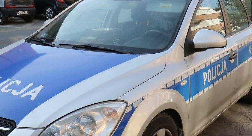 Wydarzenia, Policjanci oszukać naćpanemu kierowcy Mercedesa - zdjęcie, fotografia