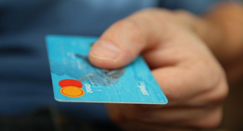 Wydarzenia, Znalazł kartę bankomatową ruszył zakupy Grozi odsiadka - zdjęcie, fotografia