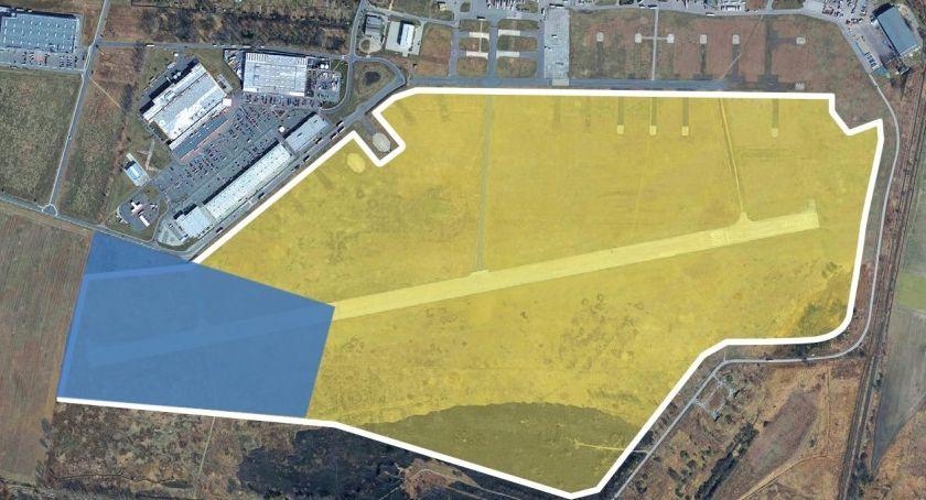 Wydarzenia, Miasto sprzedało pierwszą działkę terenie byłego lotniska - zdjęcie, fotografia