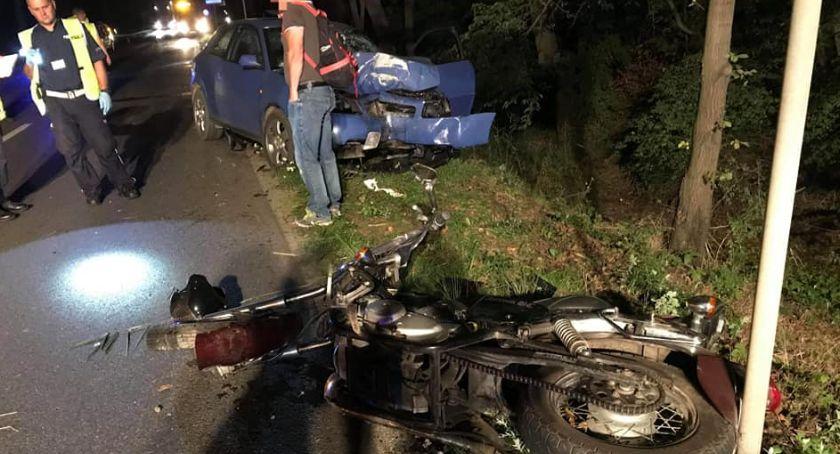 Sprawy kryminalne, Zderzenie motocykla osobówką Kierowca uciekł miejsca wypadku [FOTO] - zdjęcie, fotografia