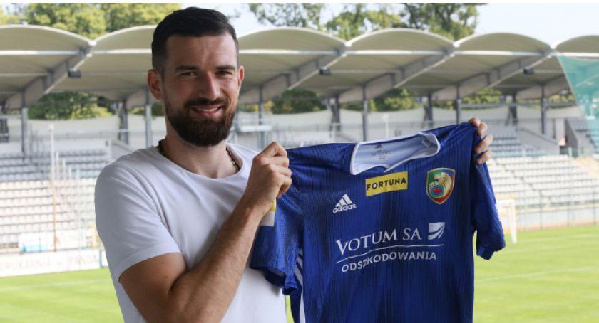 Piłka nożna, Damian Byrtek rozwiązać problemy Miedzi defensywie - zdjęcie, fotografia