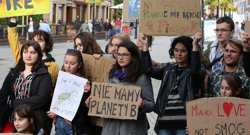 """Wydarzenia, Strajk klimatyczny Legnicy """"Najpierw natura później matura"""" - zdjęcie, fotografia"""