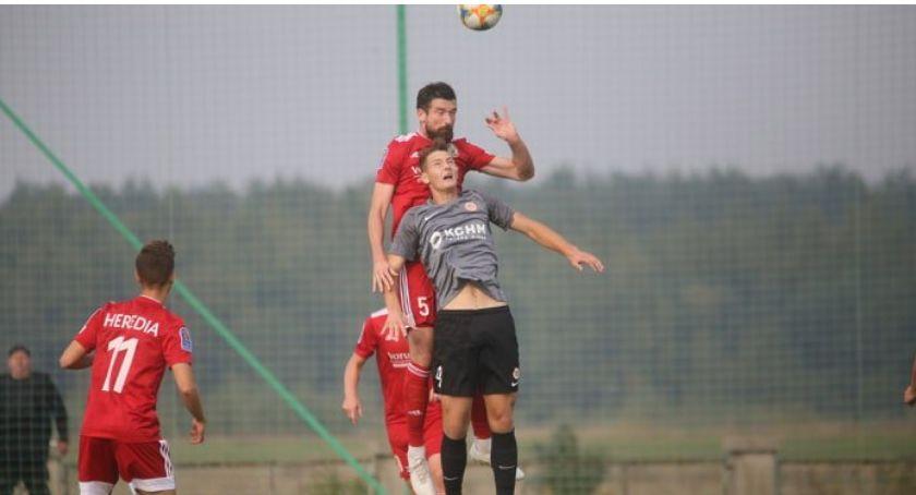 Piłka nożna, Miedź awansowała (wczołgała się) otarła kompromitację - zdjęcie, fotografia