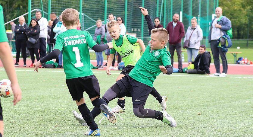 Piłka nożna, Młodzi adepci futbolu rywalizowali turnieju Cable [ZDJĘCIA] - zdjęcie, fotografia