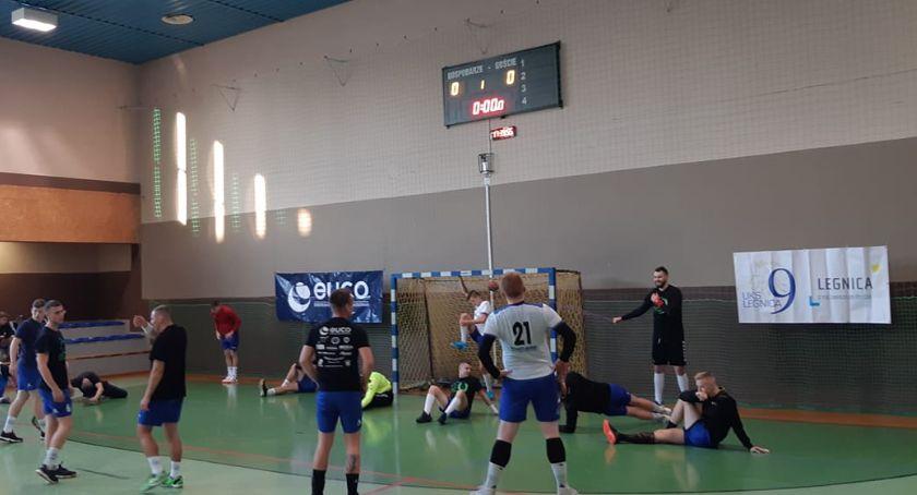 Piłka Ręczna, Dziewiątka sprowadzona przed własną publicznością ziemię - zdjęcie, fotografia