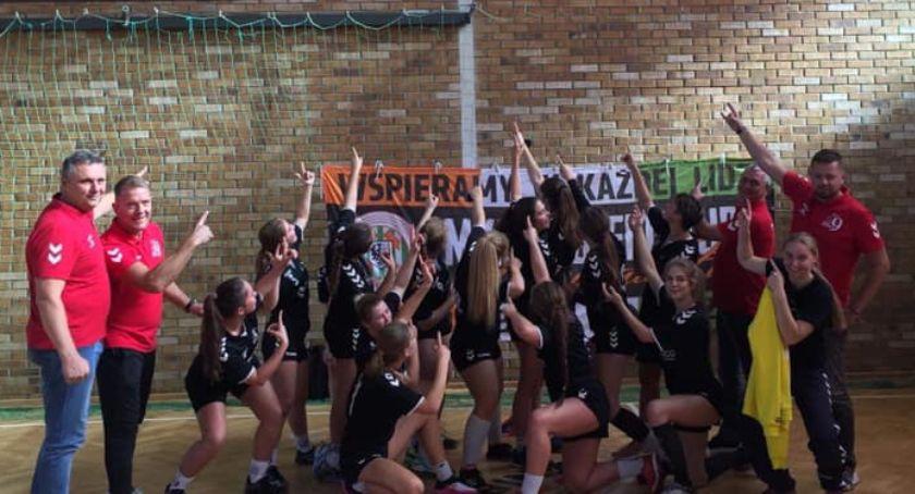 Piłka Ręczna, Dziewczyny Dziewiątka rozpoczęły sezon zwycięstwa - zdjęcie, fotografia
